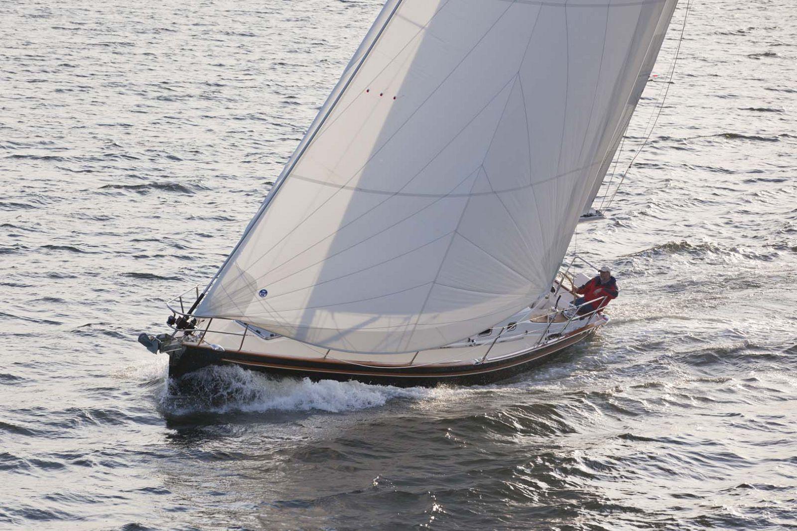 Tartan-Yachts-4000-Sailboat-mast