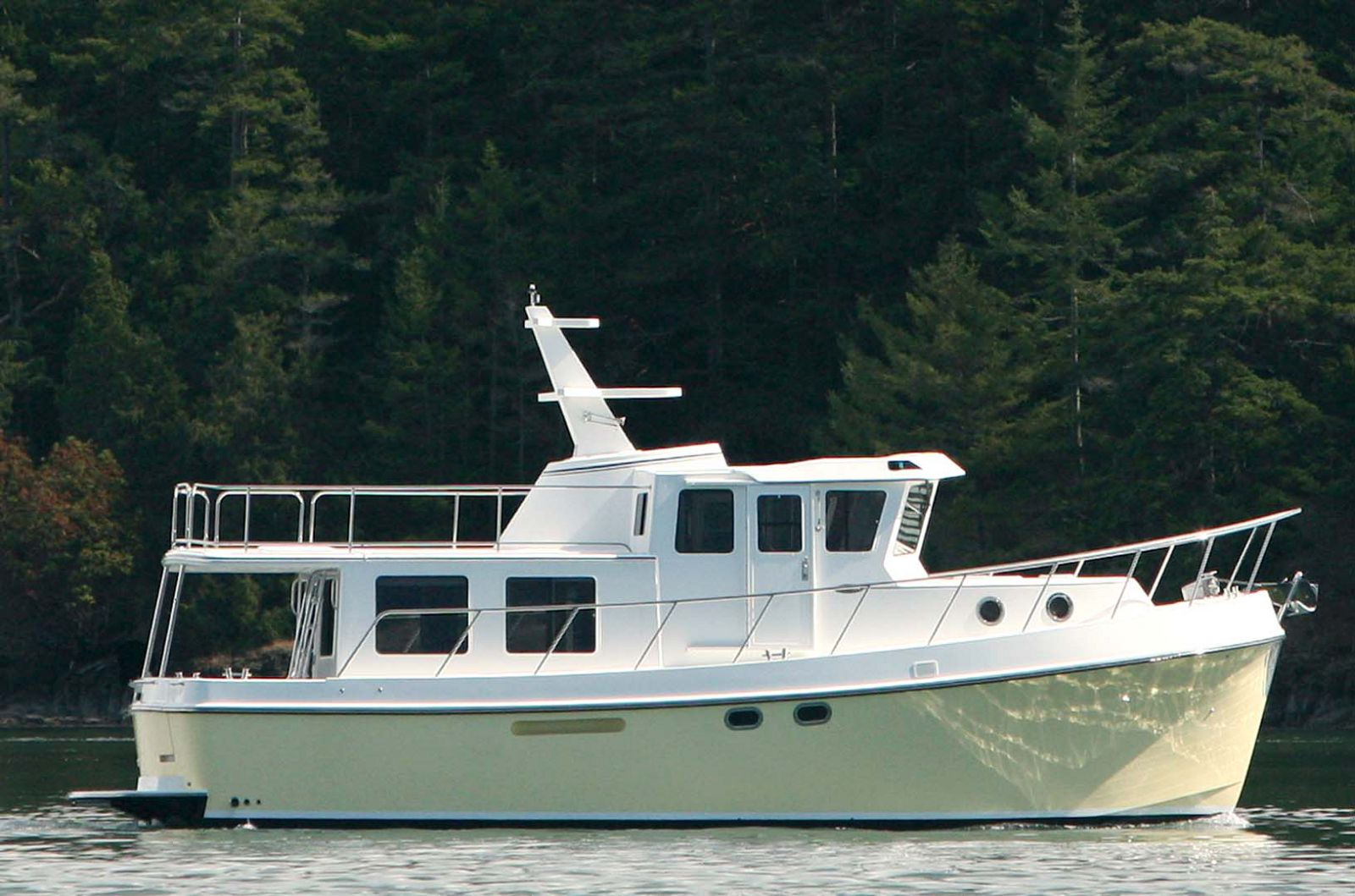 Side profile image of the american tug 435