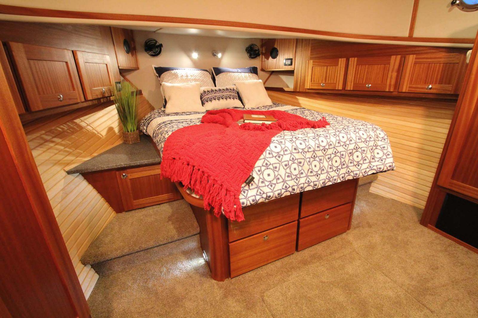 master cabin american tug 395