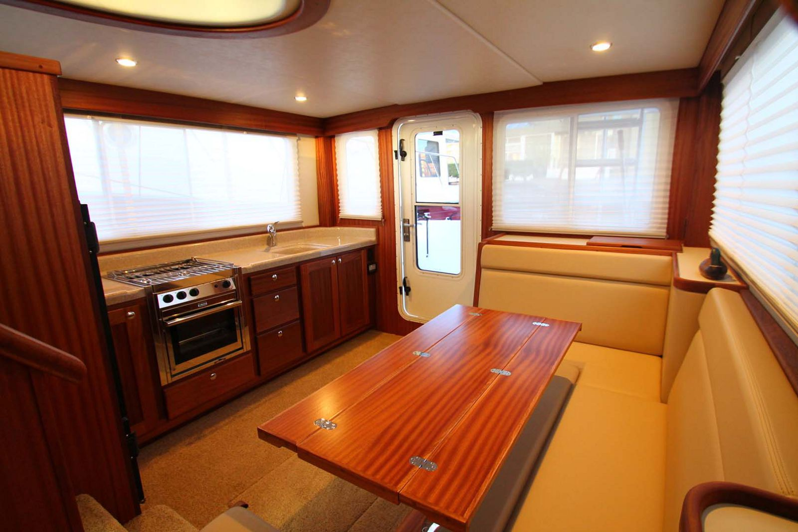 salon on american tug 365