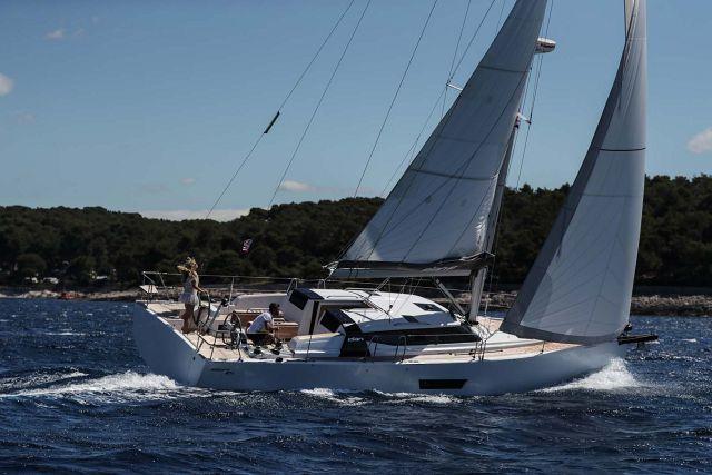Elan-Yachts-GT5-Sailboat-Profile